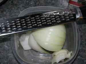 grate onions, grated onions, how to grate onions