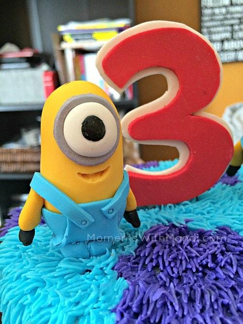 Minion birthday cake topper