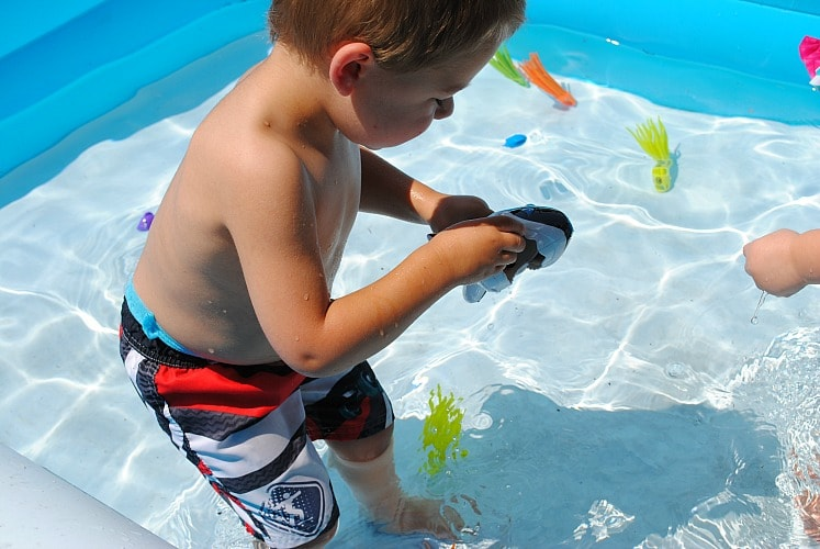 SwimWays Gobble Gobble Guppies