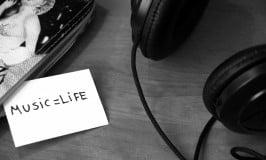 rp_black-and-white-headphones-life-3104-1024x682.jpg